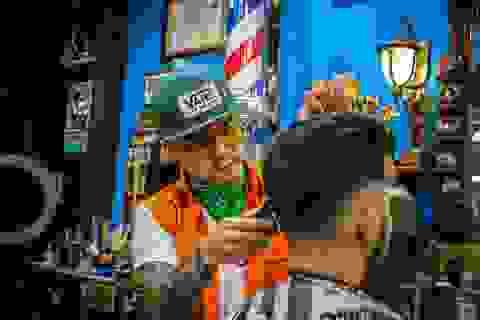 Chàng trai 9x chuyên cắt tóc miễn phí cho người vô gia cư