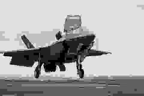 Tiêm kích F-35 Mỹ lao xuống đất vì va trúng máy bay tiếp dầu