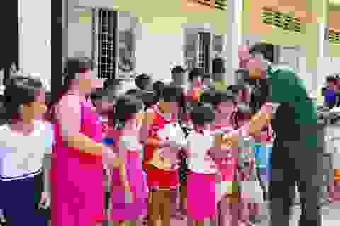 Biên phòng Đồng Tháp mang Trung thu đến với trẻ em vùng biên
