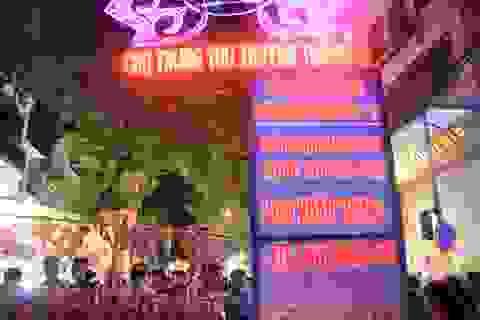 Đường lên phố Hàng Mã ùn tắc kinh hoàng trước đêm Trung thu
