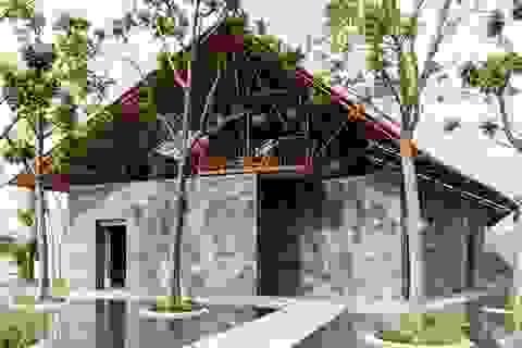 Độc đáo ngôi nhà như hang động làm từ vật liệu tái chế ở Hà Nam