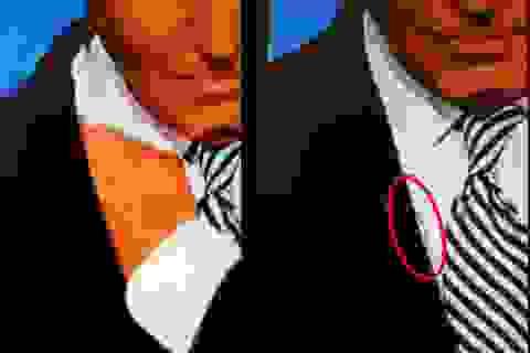 Sợi dây bí ẩn trên người ông Biden trong cuộc tranh luận đầu tiên