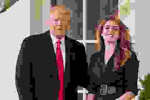 """Nữ cố vấn được coi như """"con gái"""" của ông Trump mắc Covid-19"""