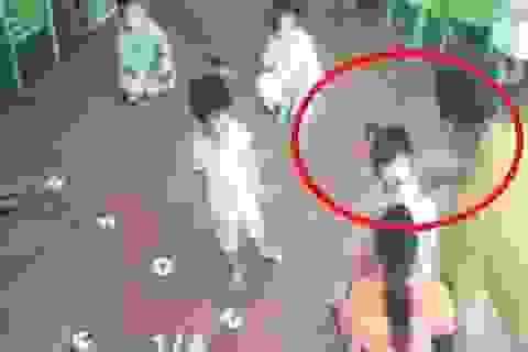 Vụ bé 2 tuổi bị hành hung tại lớp: Yêu cầu kiểm điểm, xử lý giáo viên