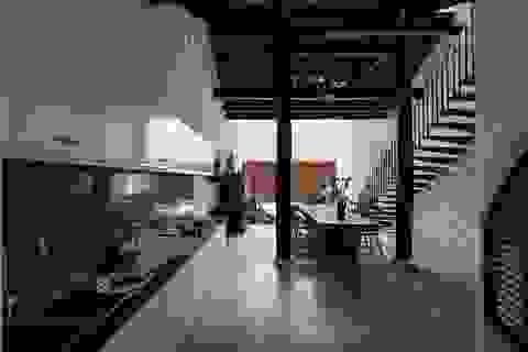 """Bất ngờ """"nhà chồng nhà"""" với kiến trúc giao thoa độc đáo ở Bình Dương"""