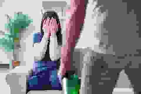 Sống chung với gái làng chơi nhưng vợ muốn ly hôn chồng lại đe dọa lạnh gáy