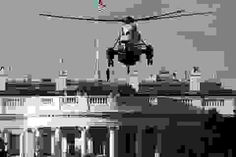 """Ông Trump rời Nhà Trắng, tạm chuyển """"tổng hành dinh"""" đến bệnh viện"""