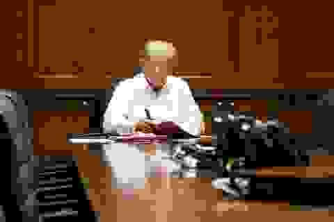 Ông Trump miễn cưỡng nhập viện chữa Covid-19 vào phút chót