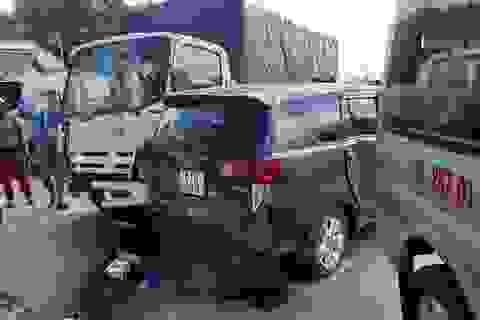 7 ô tô tông nhau loạn xạ trên đường