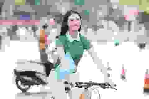 Hoa hậu Ngọc Hân mặc giản dị, đạp xe quảng bá hình ảnh Hà Nội xanh