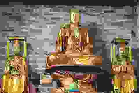 """Kỳ lạ bức tượng Phật ngồi trên lưng vua """"độc nhất vô nhị"""" ở Việt Nam"""