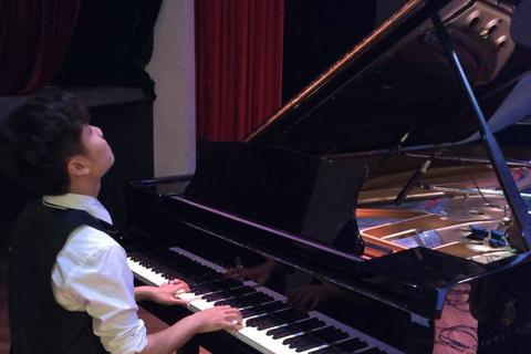 Rapper Khánh Juno trở lại showbiz với sản phẩm âm nhạc gây chú ý