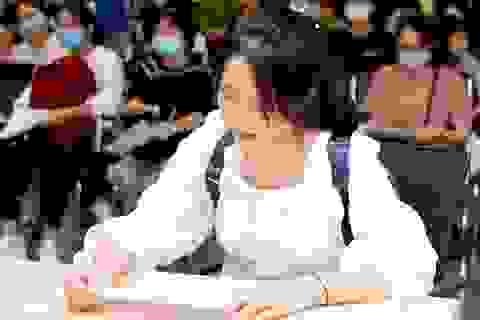 Hàng ngàn thí sinh đã đến nhập học tại Đại học Kinh tế quốc dân