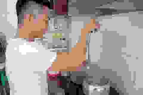Phan Hiển lần đầu vào bếp lóng ngóng nấu cơm thay Khánh Thi