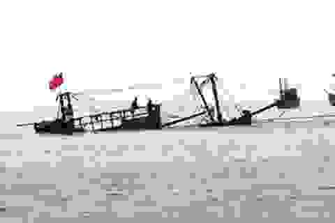 Tàu cá bị đắm, 13 người xuống thuyền thúng thả trôi trên biển