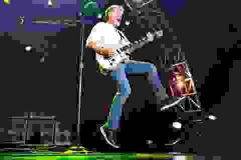 Rocker Eddie Van Halen qua đời vì ung thư