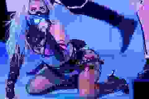 """Lady Gaga """"hở bạo"""" quảng cáo mỹ phẩm"""