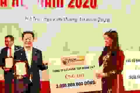 """""""Bầu Hiển"""" ủng hộ quỹ Vì người nghèo TP Hà Nội 5 tỷ đồng"""