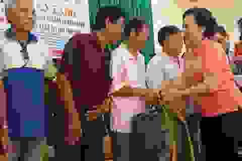 Tặng 1.000 áo phao cứu sinh đa năng cho ngư dân nghèo tỉnh Bình Định