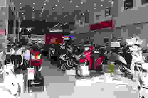 Thị trường ế ẩm, các hãng xe máy chạy đua khuyến mại để kéo khách