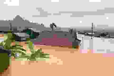 Lũ dâng tận nóc nhà, nhiều làng mạc chìm sâu trong nước