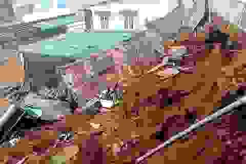 Mưa lớn gây sập một ngôi nhà, di dời khẩn 10 hộ dân trong đêm