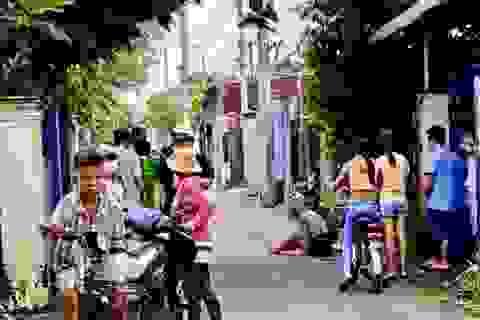 Xuống đường nhặt dép, cô gái bị tên cướp kéo lê hàng chục mét trên đường