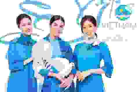 Hoa hậu Ngọc Hân, Á hậu Hoàng Anh, Phương Nga diện chiếc áo dài đặc biệt