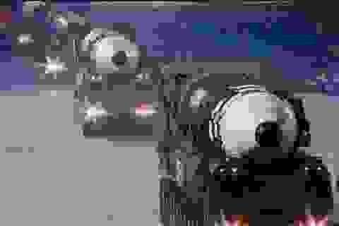 """Tên lửa """"quái vật"""" mới của Triều Tiên gây chú ý trong duyệt binh"""