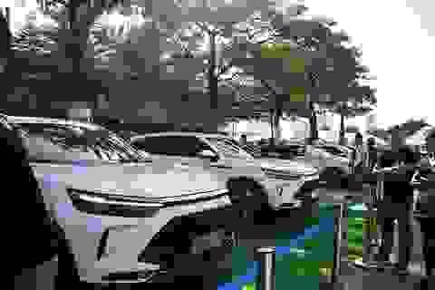 """Nhiều xe """"hàng hot"""" giảm giá, ô tô siêu rẻ Trung Quốc lại """"tạo sóng"""""""