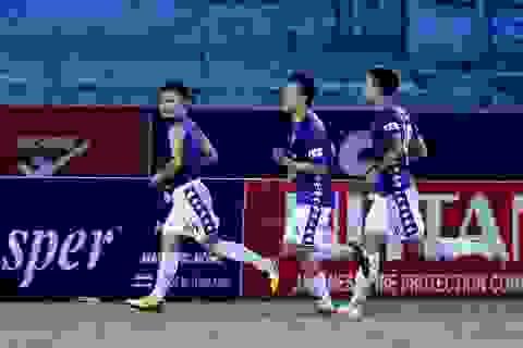 Quang Hải vượt lên Công Phượng trong cuộc đua vô địch V-League
