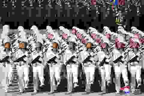 """""""Biển người"""" tham gia lễ duyệt binh hoành tráng của Triều Tiên"""
