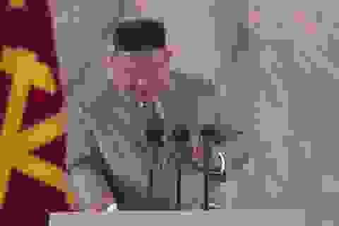 Vì sao ông Kim Jong-un khóc khi phát biểu trong lễ duyệt binh?