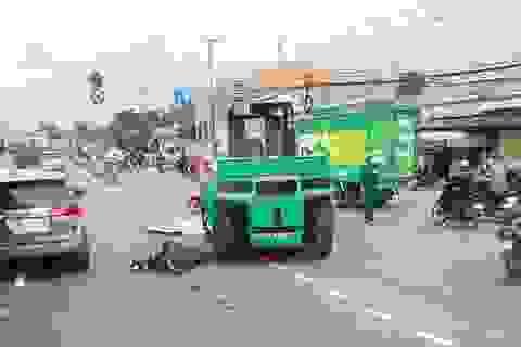 Bị xe nâng kéo lê trên đường, người đàn ông chết thảm