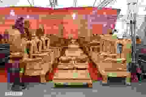 Chiêm ngưỡng bộ bàn ghế gỗ nu nghiến hơn 500 triệu đồng ở Hà Nội