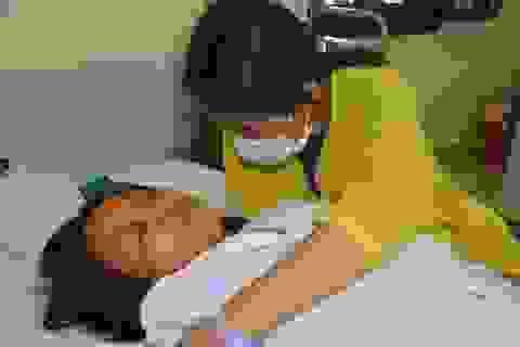 Đau nhói lòng cảnh người phụ nữ đi hái chè thuê bị bệnh tật quật ngã