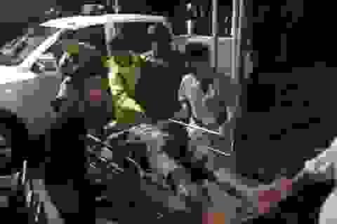 Đưa 5 công nhân bị thương ở thủy điện Rào Trăng đi bệnh viện