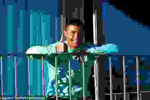 Ngồi cách ly trên ban công, C.Ronaldo vẫn nở nụ cười tươi rói