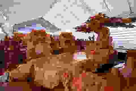 """Xôn xao bộ bàn ghế """"khủng"""" từ gỗ nu, chạm khắc tứ linh tinh xảo ở Hà Nội"""