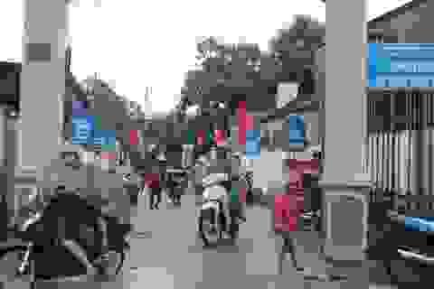 Người dân tất bật chạy bão, nhiều nơi cho học sinh nghỉ học