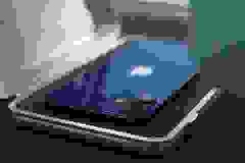 """Apple """"gian lận"""" giá iPhone 12 ngay trên trang chủ?"""