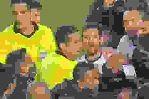 Messi suýt ẩu đả với cầu thủ của Bolivia
