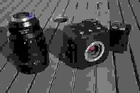 Panasonic ra mắt máy quay phim với thiết kế dạng khối vuông độc đáo