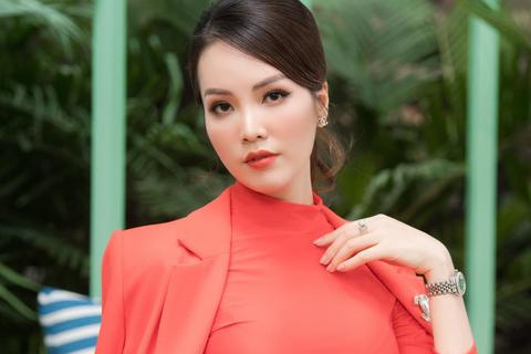 """Á hậu Thuỵ Vân: """"Không có một nghề nào gọi là nghề Hoa hậu cả"""""""
