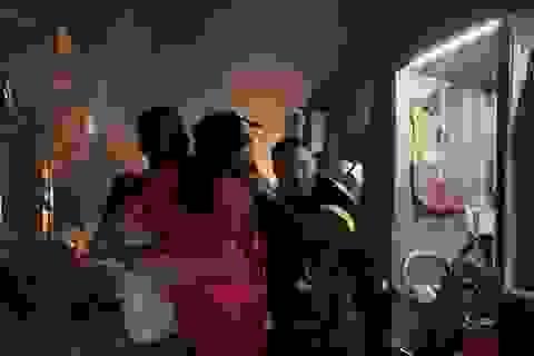 Hà Nội: Cháy cửa hàng gas, 2 người lớn và 3 trẻ em mắc kẹt
