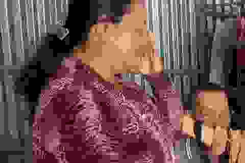 Người vợ khắc khổ rơi nước mắt được bạn đọc giúp đỡ hơn 50 triệu đồng