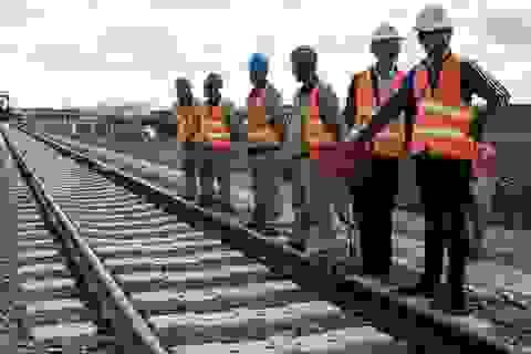 """Hàng chục nghìn nhà thầu Trung Quốc """"ồ ạt"""" rời khỏi các dự án ở châu Phi"""