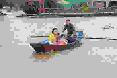 Hàng trăm hộ dân bị nước lũ sông Hoàng Long cô lập