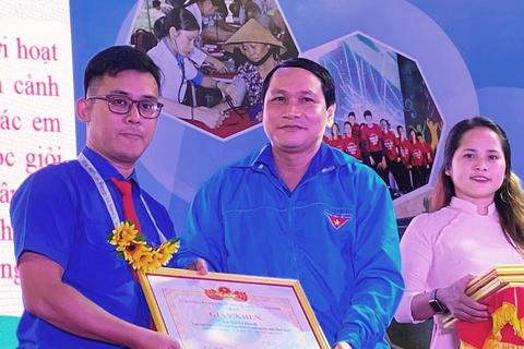 Bình Định: Trao giải thưởng cho thanh niên sống đẹp