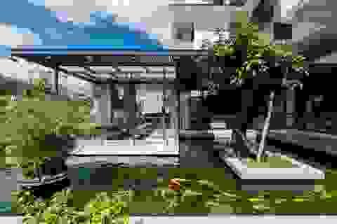 """Biệt phủ rộng 3.600 m2, có cả tầng hầm nhìn """"xuyên thấu"""" hồ cá Koi"""
